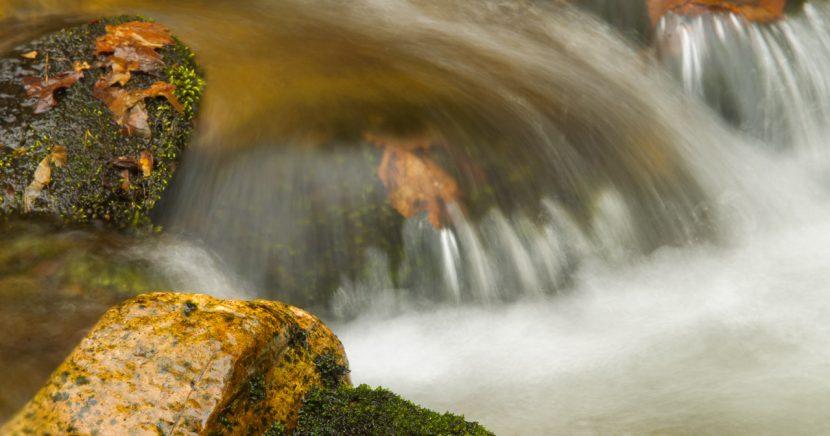 Šumný důl, voda v pohybu